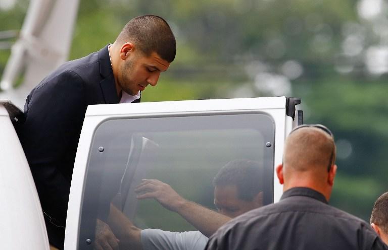 Aarona dovode iz istražnog zatvora na sud krajem kolovoza