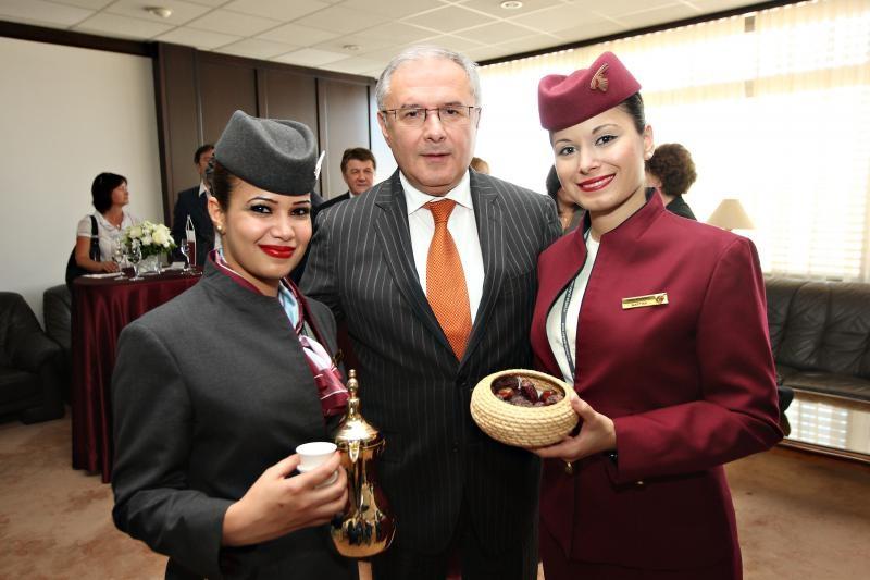 Srećko Šimunović na slici pri obilježavanju prvog leta Qatar Airwaysa
