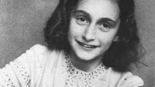 """""""Unatoč svemu, ja i dalje vjerujem da su ljudi dobri u srcu. Jednostavno ne mogu graditi nade na temeljima komešanja, mizerije i smrti."""" Anne Frank"""