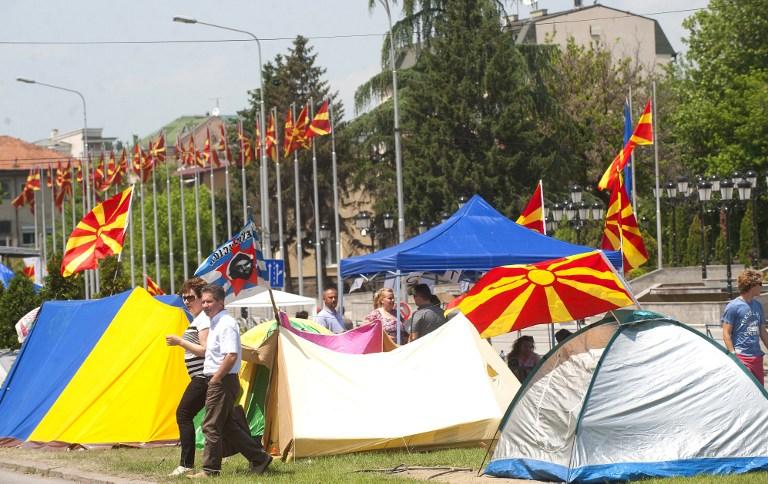 Nakon jučerašnjeg prosvjeda neki su i prespavali ispred zgrade vlade