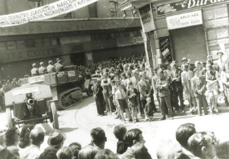 Vojna parada partizanskih jedinica u oslobođenom Zagrebu, svibanj 1945. godine na uglu Draškovićeve i Jurišićeve ulice