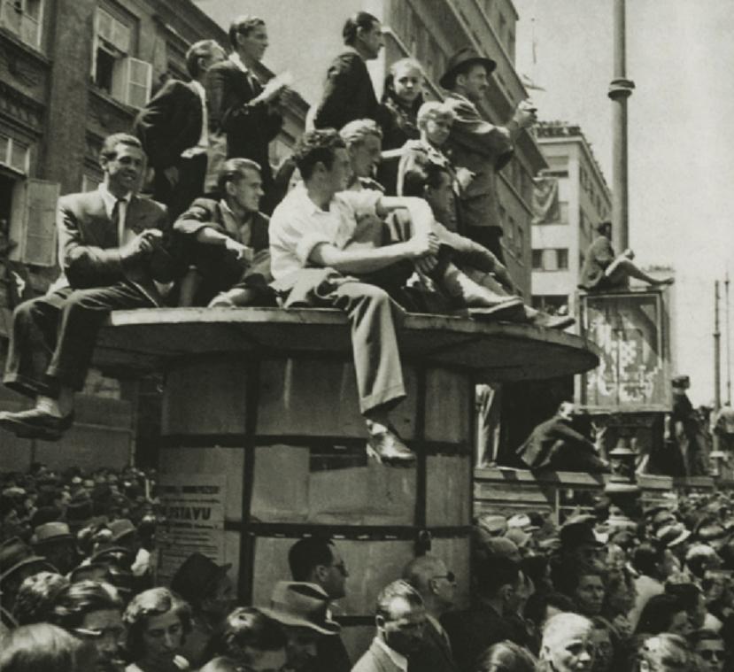 Miting oslobođenja grada i zemlje 11. svibnja. Na prvom mitingu u oslobođenom gradu okupilo se nekoliko desetaka tisuća građana