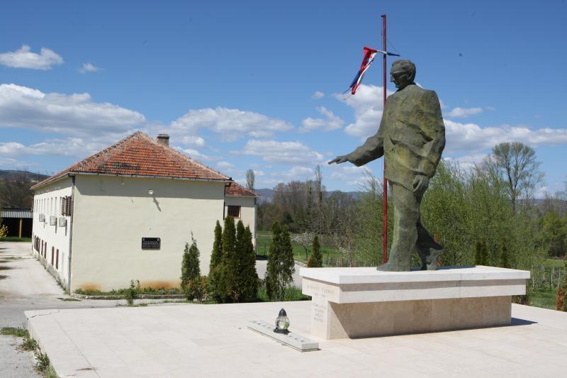 autor: ivan kujundžić visina: 3 metra