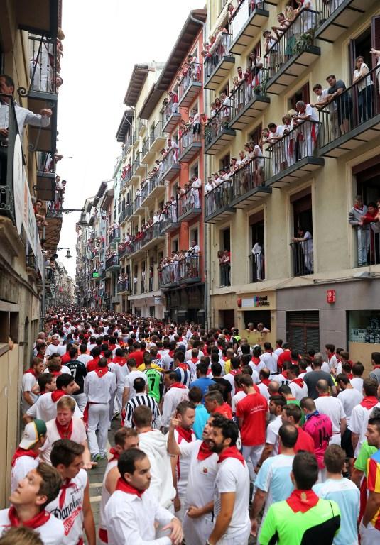 Brojni ljudi na ulicama Pamplone