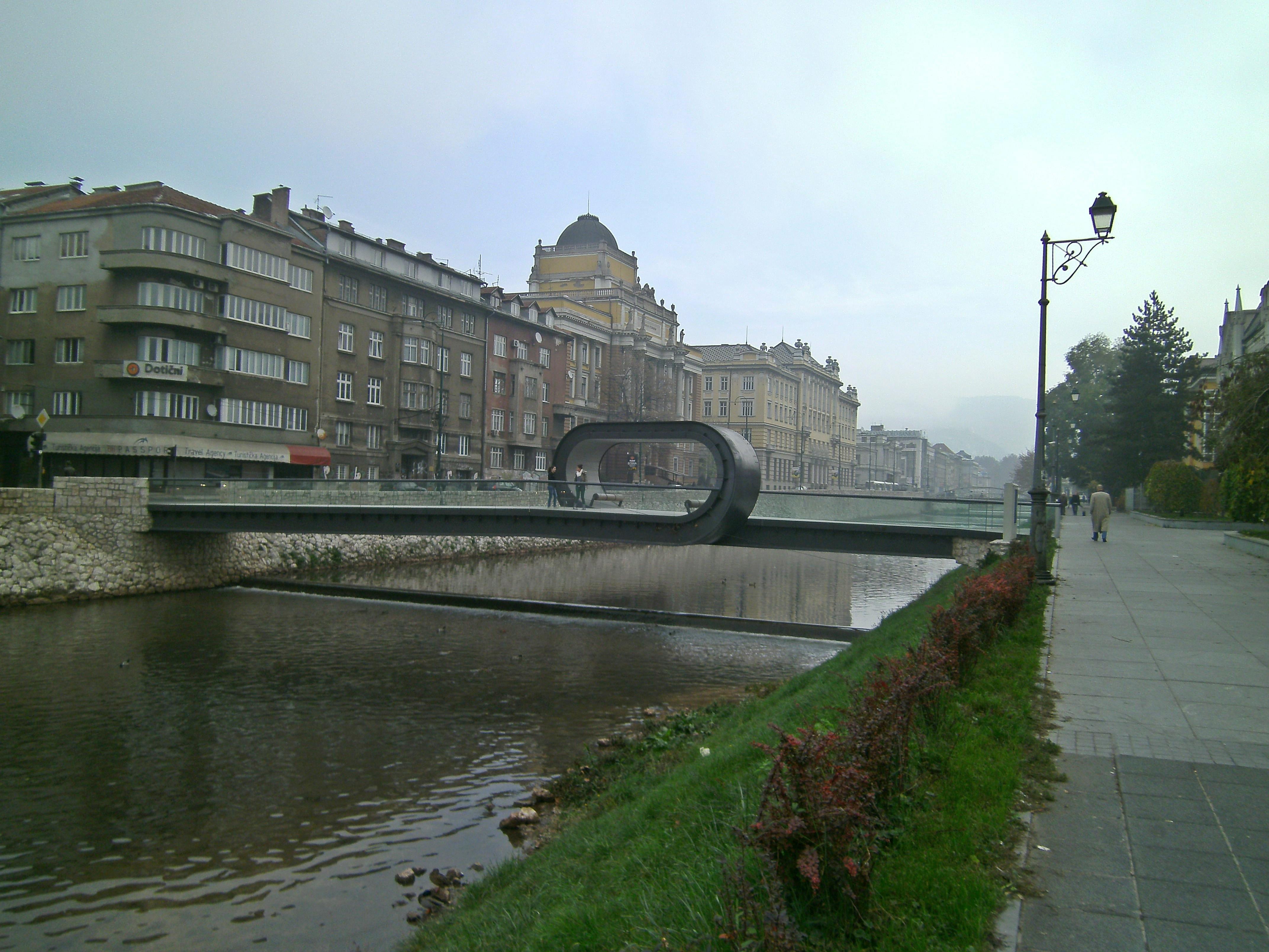 Hvaljeni pješački most Festina Lente u Sarajevu