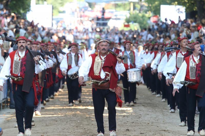 09.08.2015., Sinj - Jubilarna 300. Sinjska Alka.  Sinjska alka je hrvatska viteska igra. Odrzava se svake godine u nedjelju u prvoj trecini mjeseca kolovoza u Sinju, na godisnjicu pobjede nad turskim osvajacima 14. kolovoza 1715. Na taj dan je 700 hrvatskih vojnika iz Sinja uspjelo odbiti navalu vojske turskog seraskera Mehmed-pase Celica koja je brojala 60.000 vojnika.  Alkarska povorka. Photo: Ivo Cagalj/PIXSELL