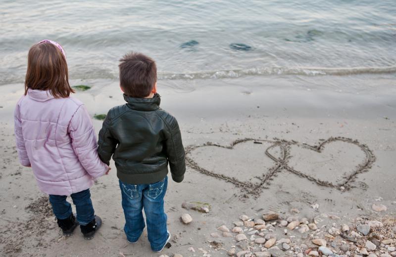 09.02.2011., Dubrovnik - Zaljubljeni djecak i djevojcica na plazi. ilustracija. Photo: Grgo Jelavic/PIXSELL