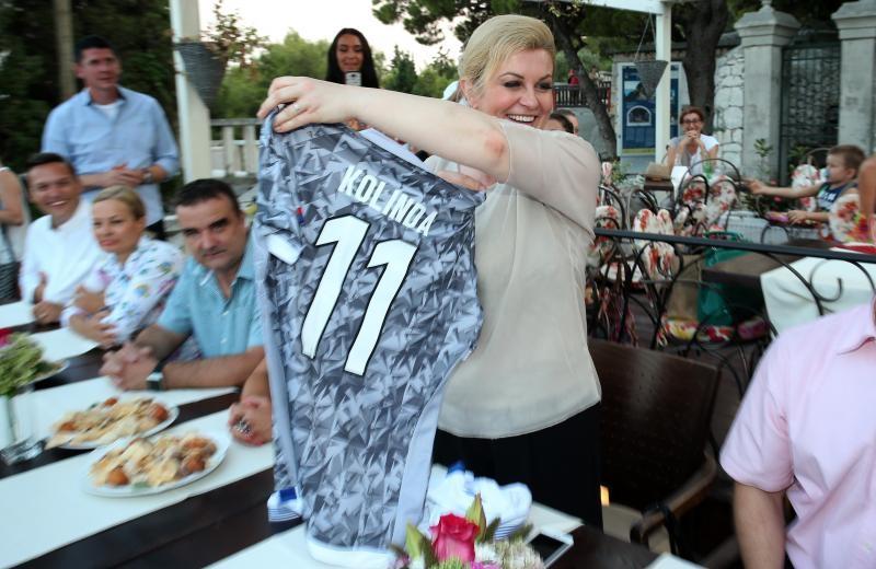 Hajdukov dres s brojem 11 i predsjedničinim imenom