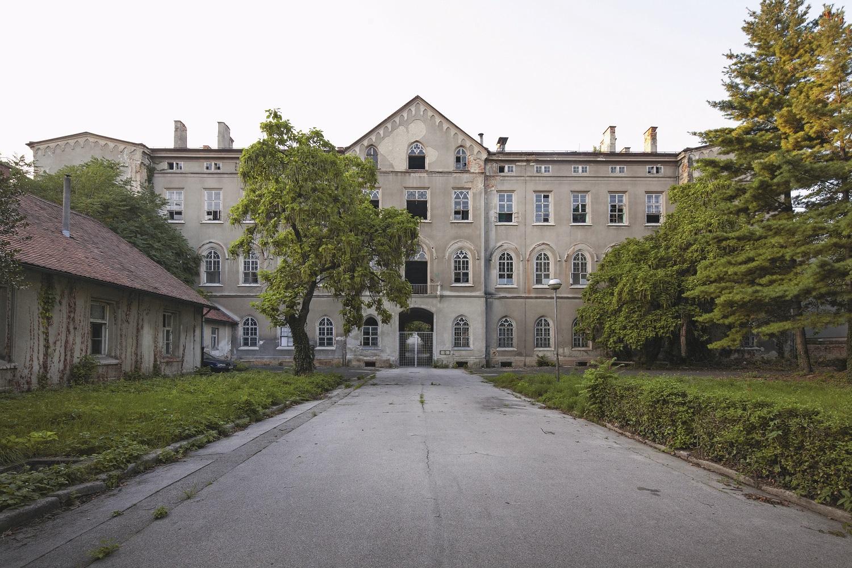 Kompleks bivše vojne bolnice u Vlaškoj kao svjedočanstvo klasicizma i ranog historicizma djelo je poznatih zagrebačkih graditelja Stiedla i Kleina