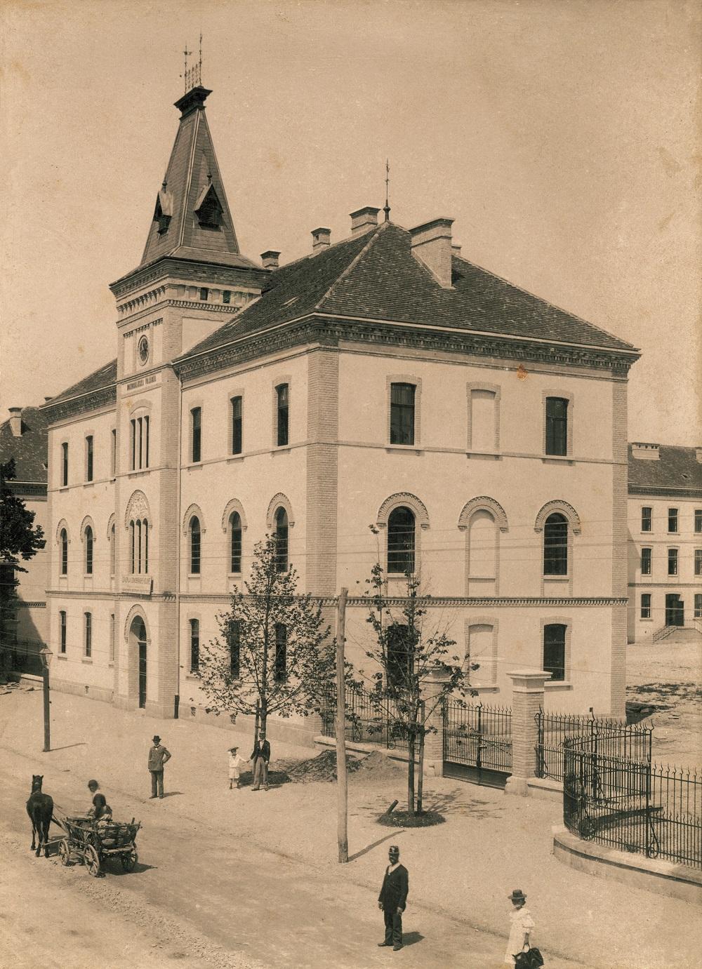 Glavna zgrada domobranske vojarne 'grofa Kulmera' (ilica 242), 1900.