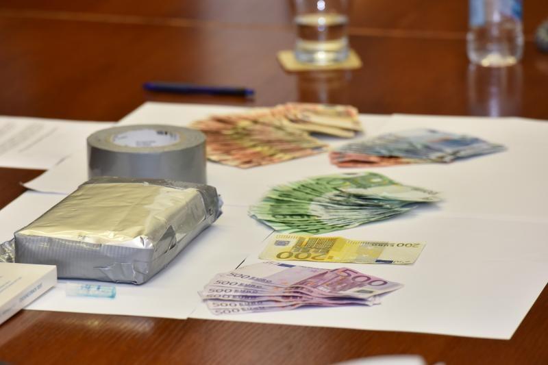 04.09.2015., Zadar - Nacelnik PU Zadarske na izvanrednoj konferenciji za medije prezentirao je uspjesno okoncanu akciju zapljene preko kilograma cistog kokaina. Droga je pronadjena u vozilu njemackih registarskih oznaka na odmoristu Nadin na autocesti A1. Osim kokaina kod vozaca je pronadjeno oko 10.000 eura. Photo: Dino Stanin/PIXSELL