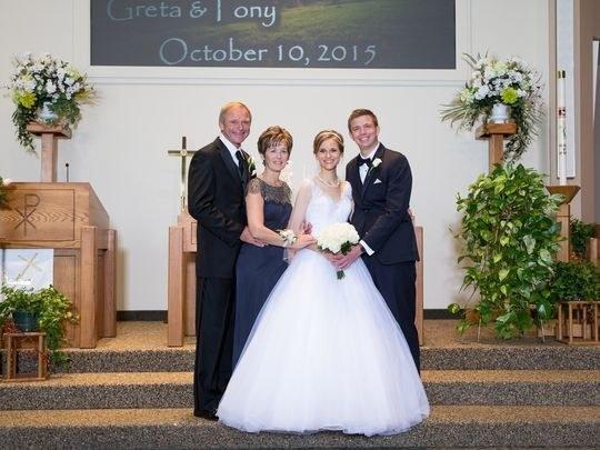 Greta, Tony i njena obitelj na vjenčanju