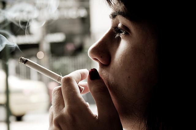 Pušenjem se stežu žile, pa se usporava protok krvi u ekstremitete