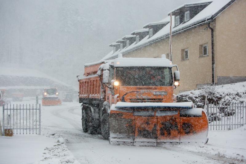 21.11.2015. Delnice - Snijeg pada u Gorskom kotaru uz temperaturu nekoliko stupnjeva ispod nule. Promet je zbog snijega na prometnicama usporen. Photo: Nel Pavletic/PIXSELL