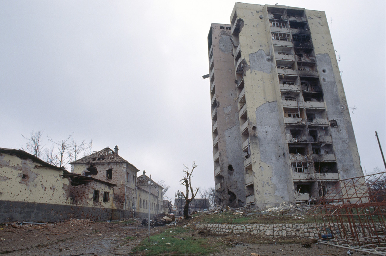 A bombed apartment building is riddled with bullet holes and streets are filled with rubble after a three-month battle between the Croatian armed forces and the Yugoslavian Federal Army in Vukovar. The Yugoslavian Federal Army completely destroyed the Croatian city and killed thousands of civilians., Image: 15114618, License: Rights-managed, Restrictions: Content available for editorial use, pre-approval required for all other uses. This content may not be materially modified or used in composite content., Model Release: no, Credit line: Profimedia, Corbis