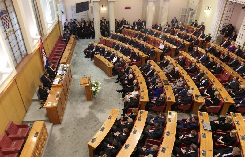 NA BIRAČKA MJESTA OBAVEZNO SA MASKAMA! Hrvatska danas bira novi saziv Hrvatskog sabora