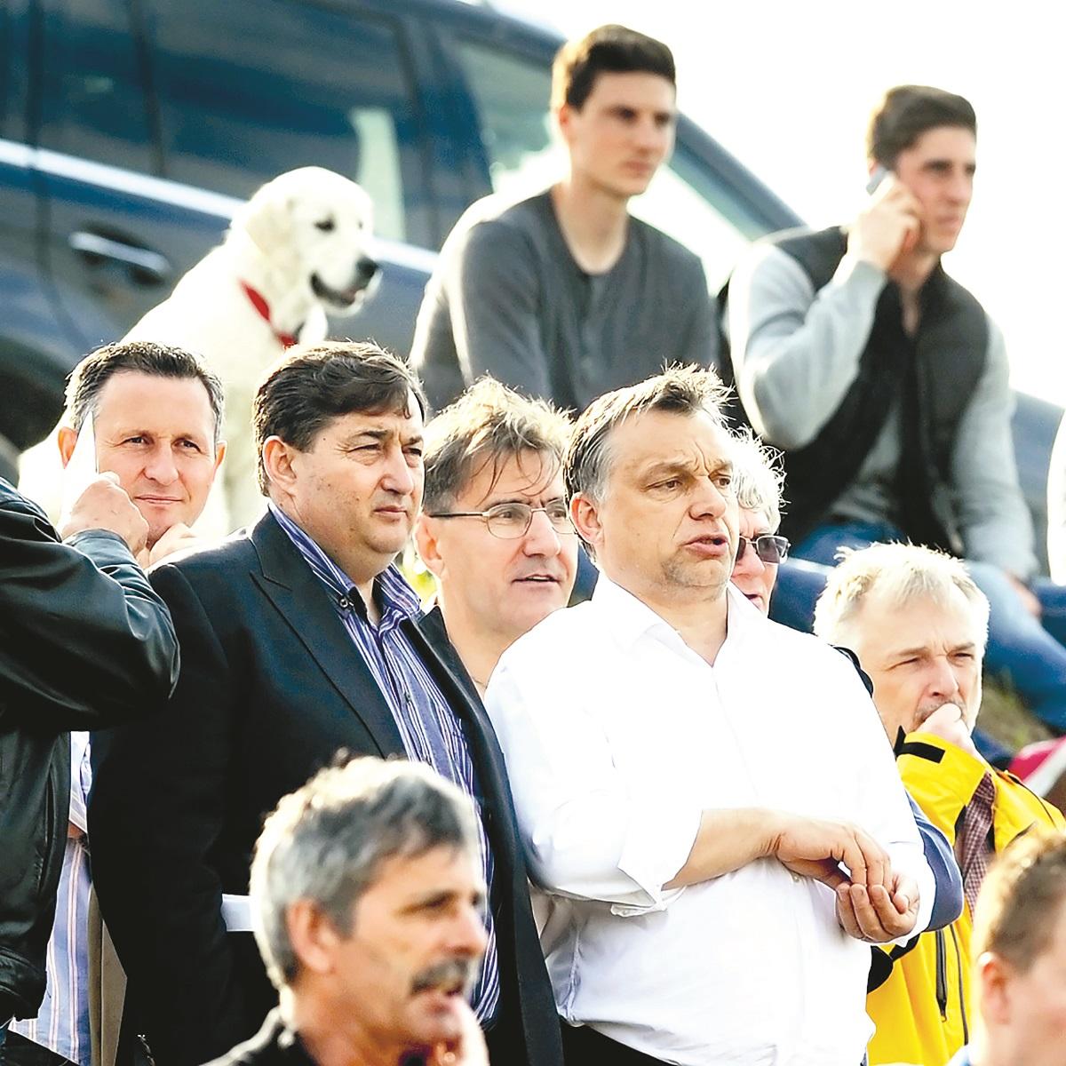 Meszaros na tribinama uz Viktora Orbana i šefa MOL-a Zsolta Hernadija