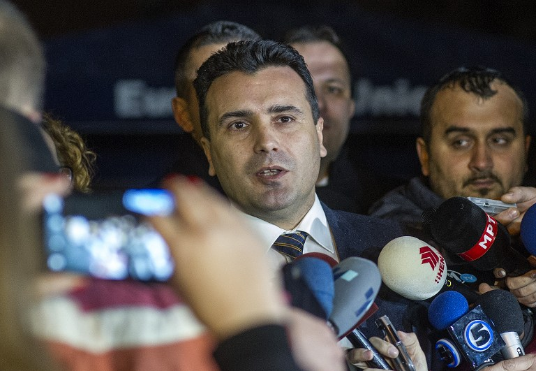 The leader of Macedonia's biggest opposition party SDSM, Zoran Zaev (C) talks to the media in Skopje on January 16, 2016. EU Commissioner Johannes Hahn said in press statement that the negotiations between the four biggest political parties on implementing last year's political agreement have failed. Macedonia's Prime Minister Nikola Gruevski handed in his resignation on January 15, paving the way for an early election in April in line with an EU-brokered deal to end a political crisis. The move came as Hahn arrived in Skopje to encourage political parties to stick to the agreement reached in July last year, which was designed to end months of turmoil in the Balkan nation of about 2.1 million people. / AFP / Robert ATANASOVSKI