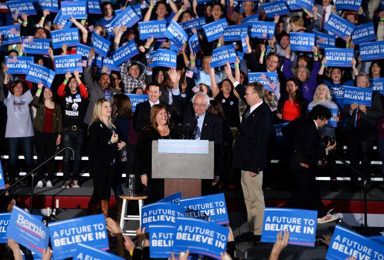 US Democratic presidential candidate Bernie Sanders gestures during a primary night rally in Concord, New Hampshire, on February 9, 2016. Political novice Donald Trump and self-described democratic socialist Bernie Sanders won New Hampshire's presidential primaries Tuesday, US media projected, turning the American political establishment on its head early in the long nominations battle. / AFP / JEWEL SAMAD