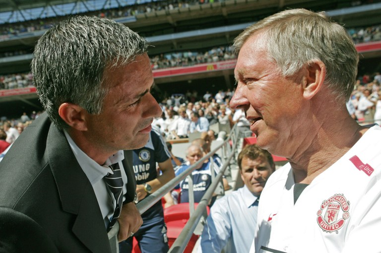 Chelsea's Portugese Manager Jose Mourinho (L) and Manchester United's Manager Sir Alex Ferguson (R) greet each other before their F.A Community Shield match football match at Wembley Stadium in London, 05 August 2007. AFP PHOTO/CARL DE SOUZA / AFP / CARL DE SOUZA