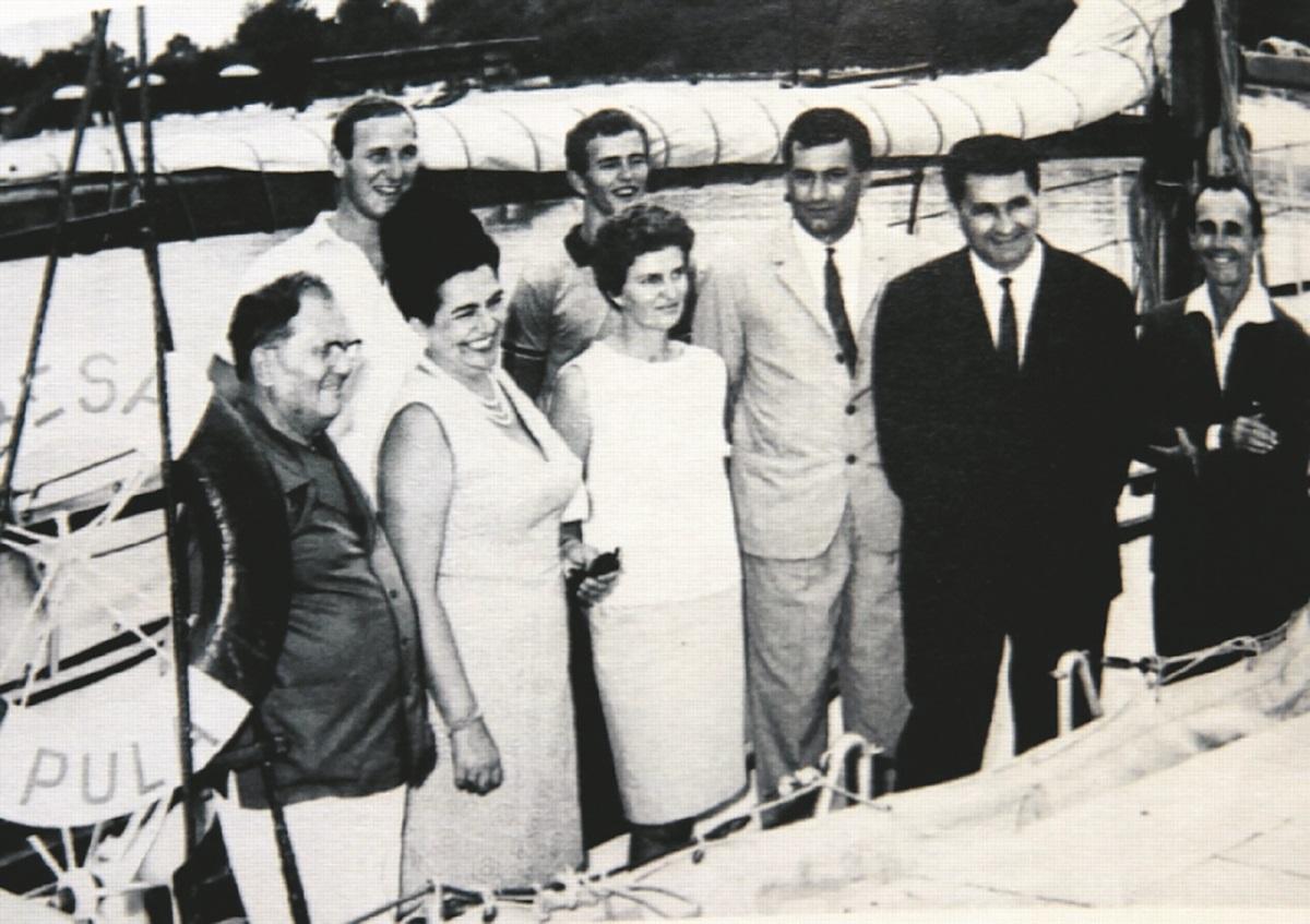 Na 'Besi', brodu kojim su prvi put oplovili svijet, s delegacijom u kojoj su bili Tito i Jovanka Broz