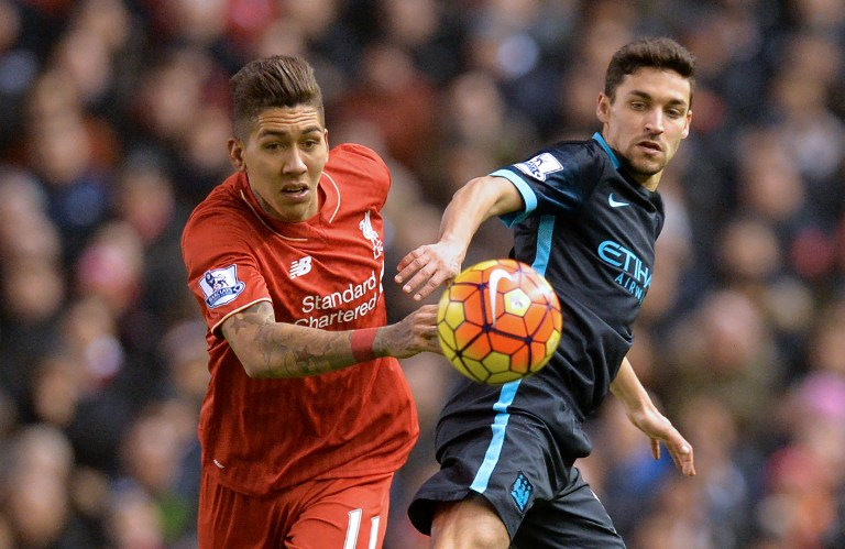 Liverpool's Brazilian midfielder Roberto Firmino (L) vies with Manchester City's Spanish midfielder Jesus Navas during the English Premier League football match between Liverpool and Manchester City at Anfield in Liverpool, northwest England on March 2, 2016. Liverpool won the game 3-0. / AFP / Paul ELLIS / RESTRICTED TO EDITORIAL USE. No use with unauthorized audio, video, data, fixture lists, club/league logos or 'live' services. Online in-match use limited to 75 images, no video emulation. No use in betting, games or single club/league/player publications. /