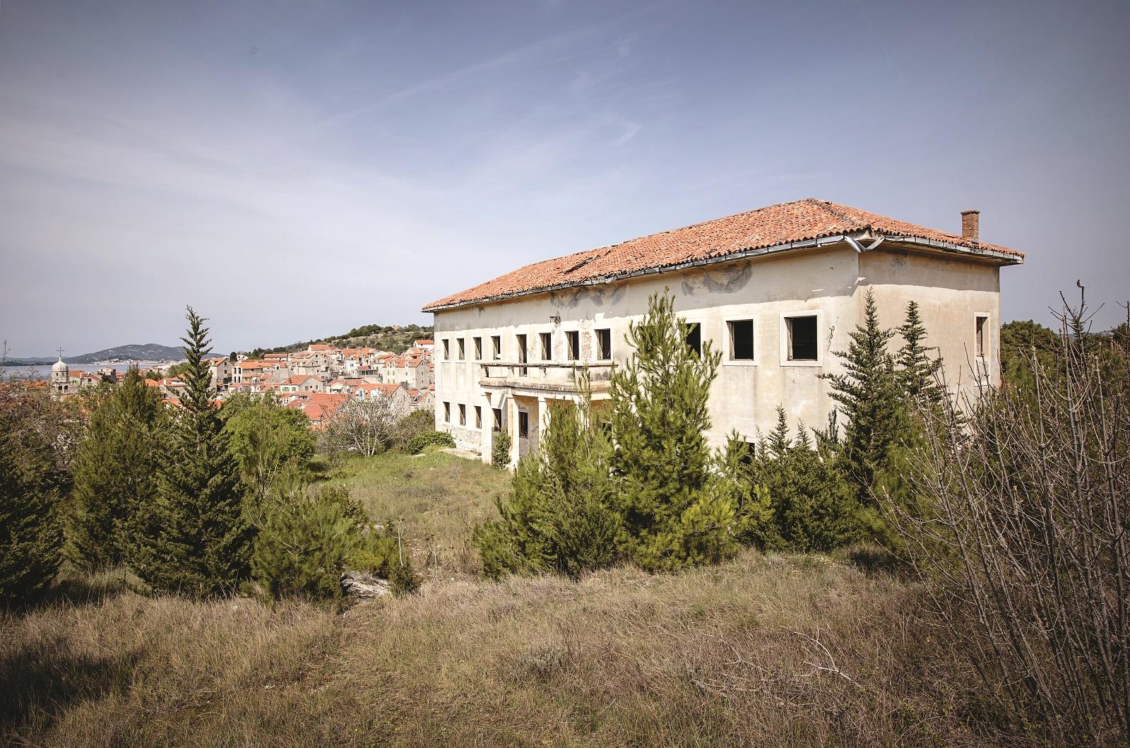 Postoji ozbiljan interes za otvaranje butik hotela na lokaciji stare otočne škole koja je godinama izvan funkcije