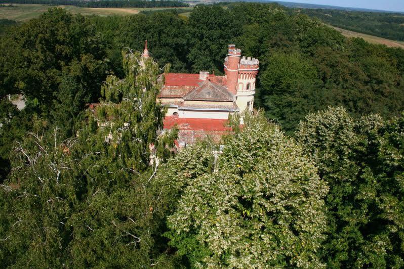 Posjed se sastoji od šume koja se prostire na 78000 m2