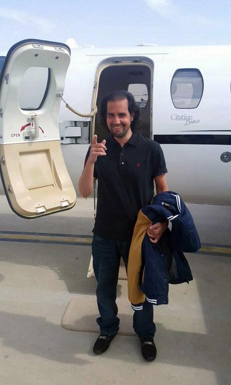 Shahbaz Taseer snimljen prije ulaska u avion koji ga vraća kući nakon četiri i pol godine