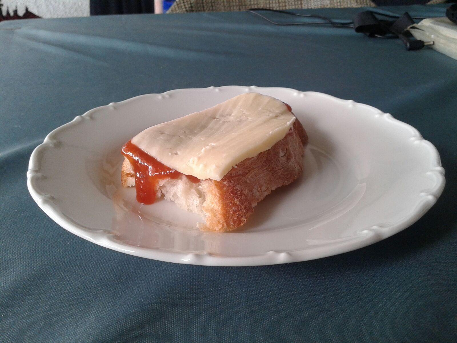 Kruh, sir i pekmez