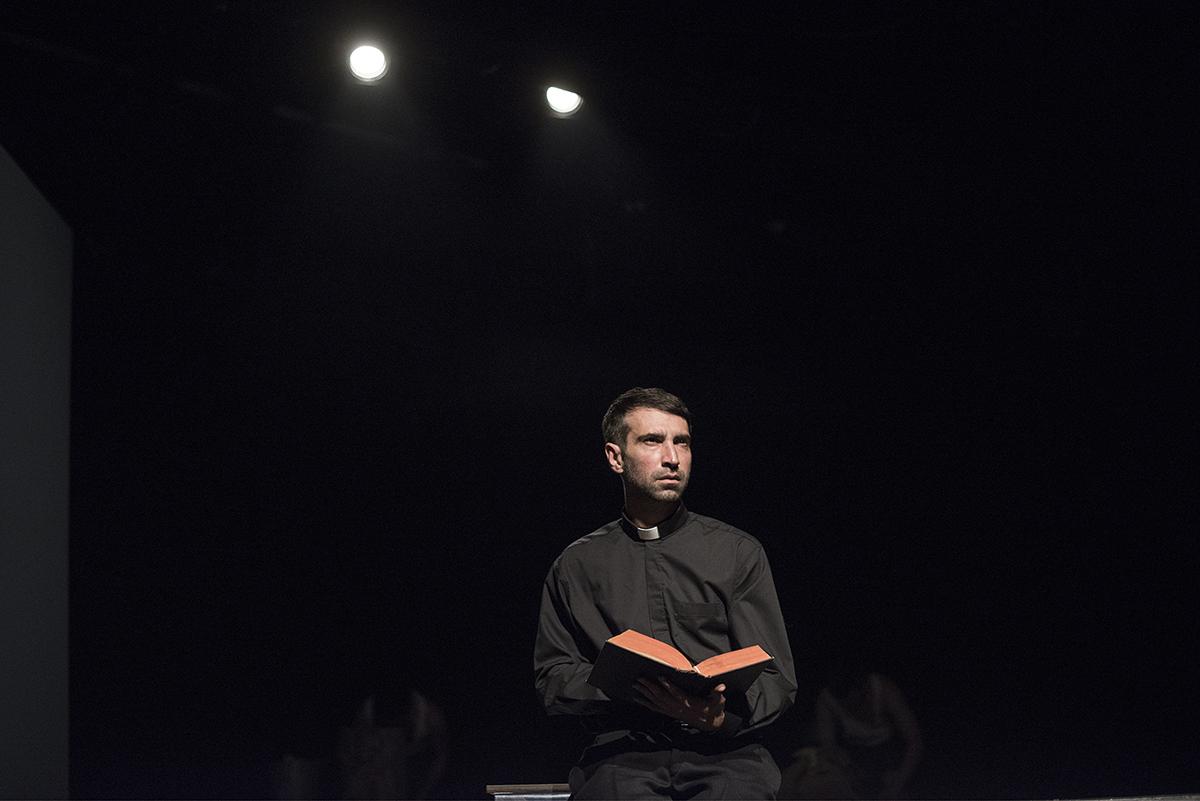 Danijel Ljuboja u Liverićevoj predstavi igra nastranog svećenika