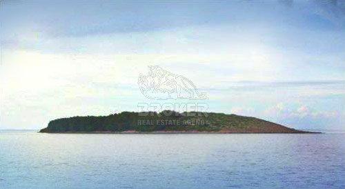 Otok blizu Hvara