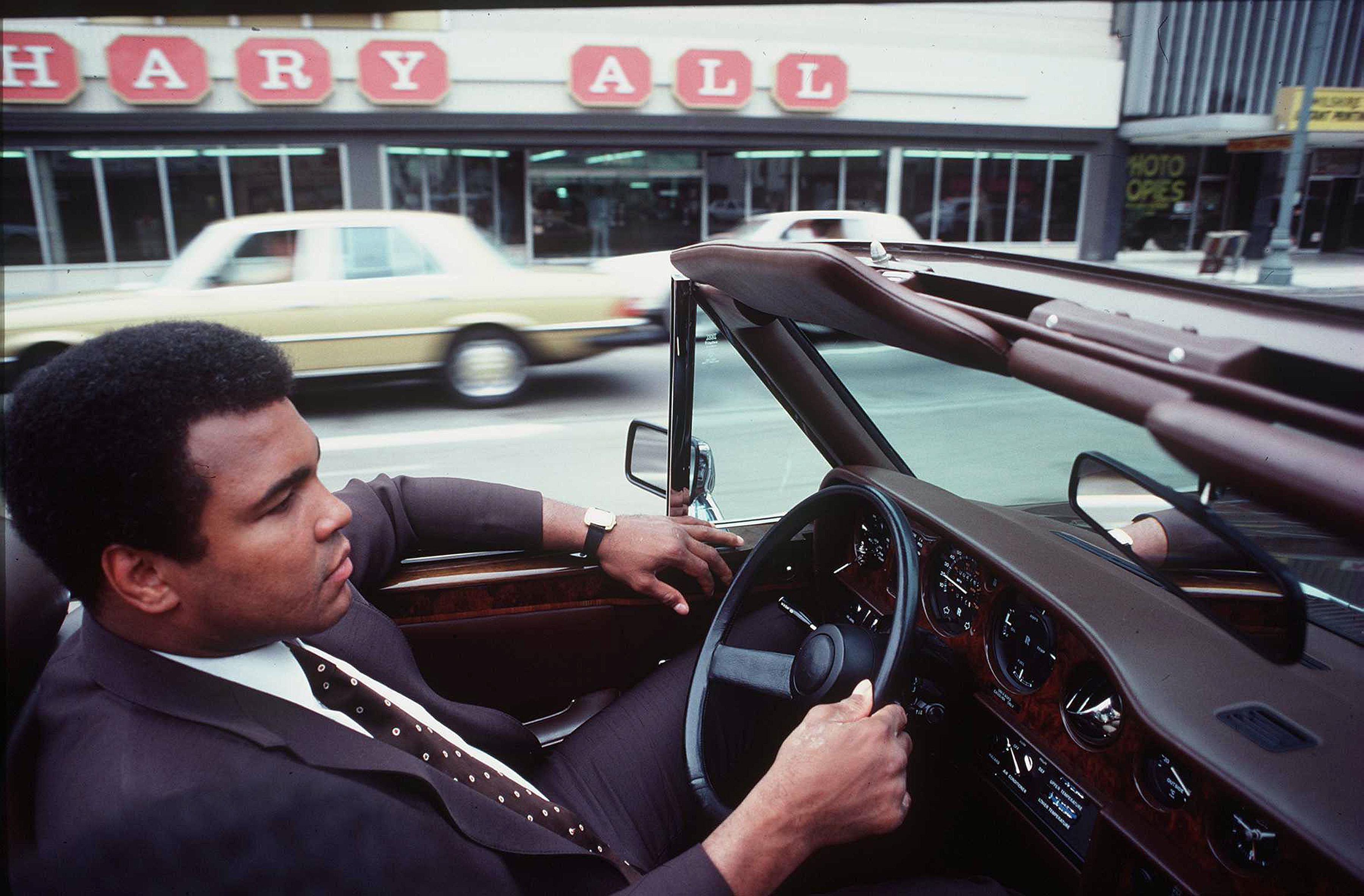 3113 LOS ANGELES CALIFORNIA May 3, 1980 Muhammad Ali drives his convertible Rolls Royce through the streets of Los Angeles before his last fight with Larry Holmes which took place in Las Vegas, 2nd October 1980., Image: 288875227, License: Rights-managed, Restrictions: , Model Release: no, Credit line: Profimedia, Pacific coast news