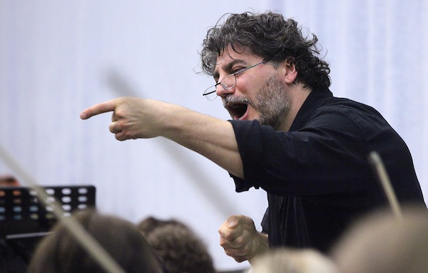 Cura se proslavio i kao dirigent