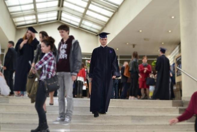 Diplomirao je na Ekonomskom fakultetu, a uskoro planira upisati magisterij