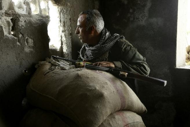 Pripadnik kurdskih vojnih snaga