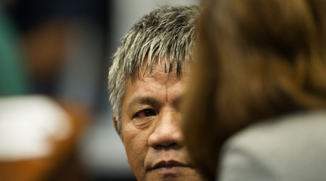Former death squad member Edgar Matobato testifies during a senate hearing in Manila on September 15, 2016.  Rodrigo Duterte shot dead a justice department employee and ordered the murder of opponents, a former death squad member told parliament September 15, in explosive allegations against the Philippine president. / AFP PHOTO / NOEL CELIS