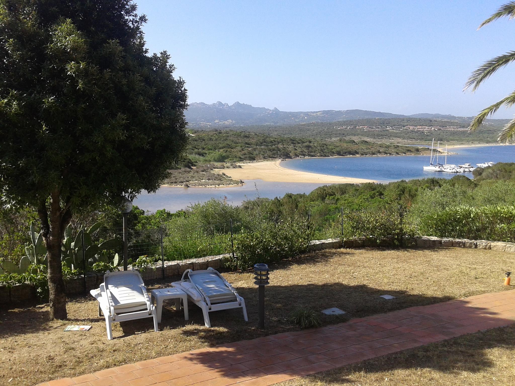 Pogled s terase iz kuće na Sardiniji