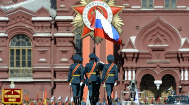 Russian honour guard soldiers march through Red Square during the Victory Day military parade in Moscow on May 9, 2015. Russian President Vladimir Putin presides over a huge Victory Day parade celebrating the 70th anniversary of the Soviet win over Nazi Germany, amid a Western boycott of the festivities over the Ukraine crisis. AFP PHOTO / YURI KADOBNOV / AFP PHOTO / YURI KADOBNOV