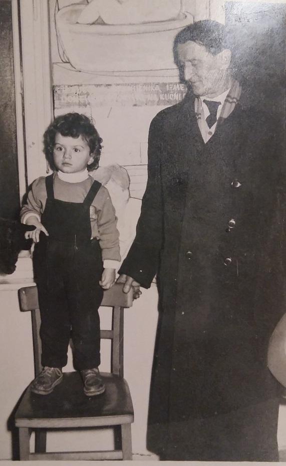 S unukom Majom, snimljen u Tuzli 1957. godine