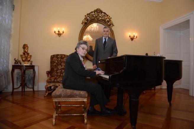 Sa suprugom Mirnom Mršić Flogel