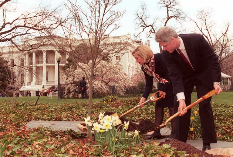US president Bill Clinton (R) and his wife Hillary (L) plant a dogwwod tree on the grounds of the White House 05 April in memory of Commerce Secretary Ron Brown who was killed in a plane crash 03 April in Croatia. Clinton travels to Oklahoma City, Oklahoma later 05 April to attend ceremonies in remembrance of the victims of the 1995 bombing of the Arthur P. Murrah federal building. AFP PHOTO/Luke FRAZZA / AFP PHOTO / LUKE FRAZZA