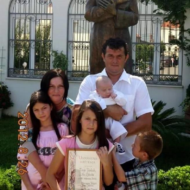 Matea s mamom Ivankom, tatom Antom, sestrom Petrom i braćom Mihaelom i Dujom