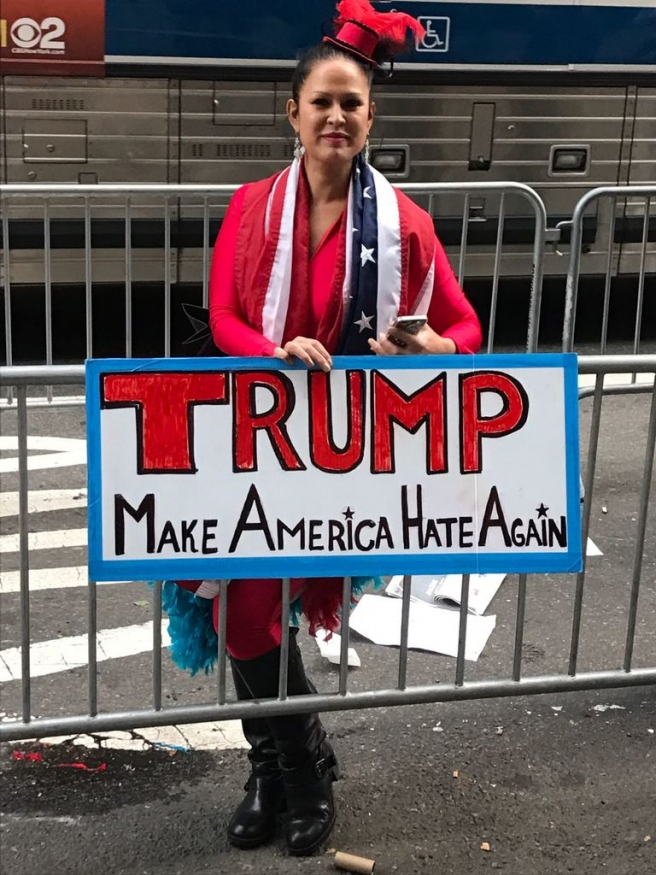 Izmijenjen Trumpov slogan, umjesto Make America Great Again, stoji Make America Hate Again