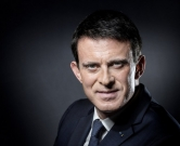 (FILES) This file photo taken on November 24, 2016 shows French Prime Minister Manuel Valls posing during a photo session in his office at the Hotel de Matignon in Paris. French Prime Minister Manuel Valls announced on December 5, 2016 he is running to become the Socialist presidential candidate for the 2017 Presidential elections. / AFP PHOTO / JOEL SAGET