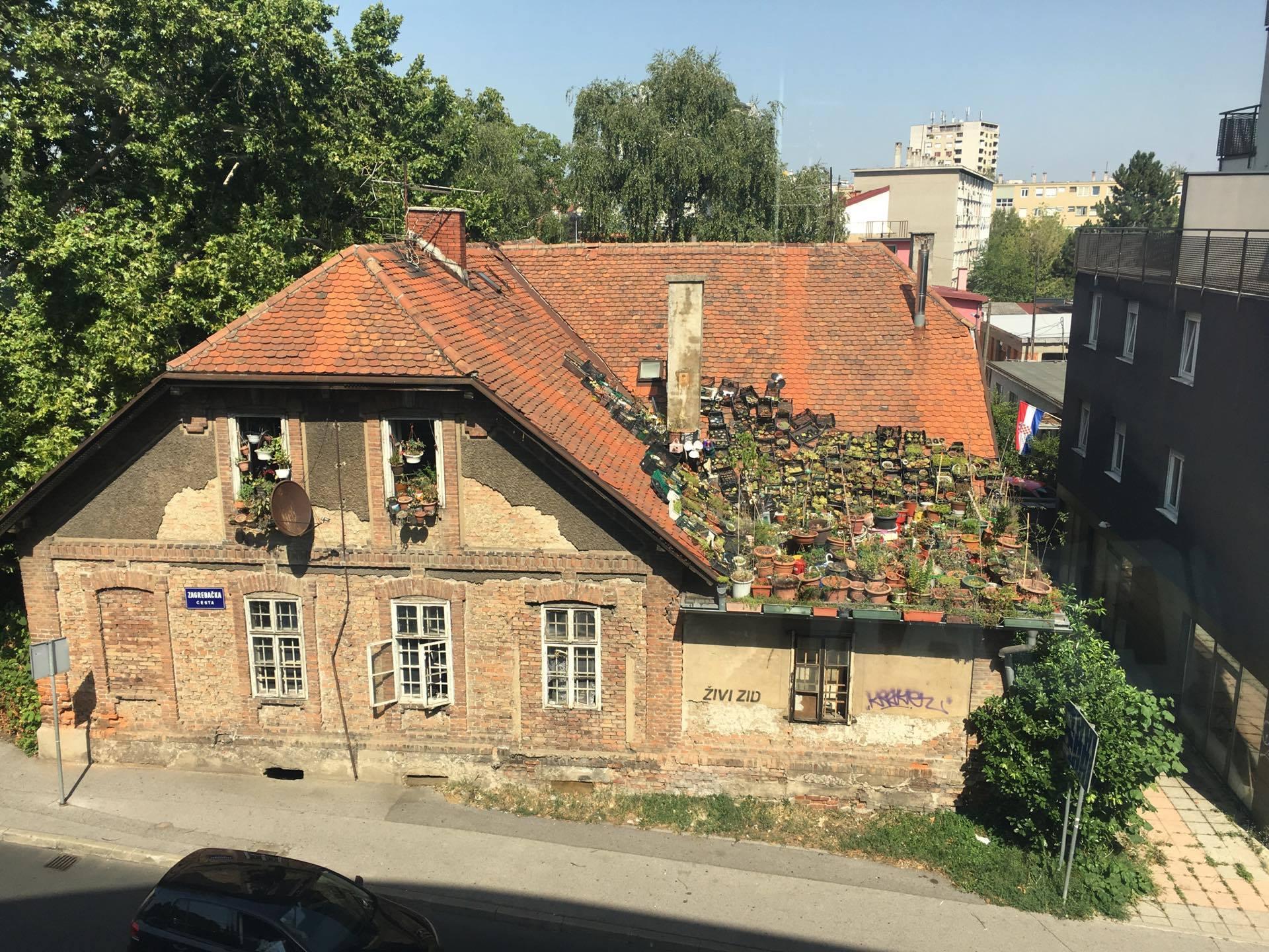 Naš čitatelj danas je na Črnomercu snimio krov kuće koji je netko pretvorio u...