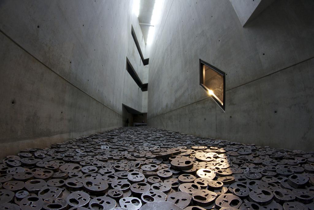 Zasto U Zagrebu Gradimo Opci Spomenik Holokaustu Umjesto Da Se