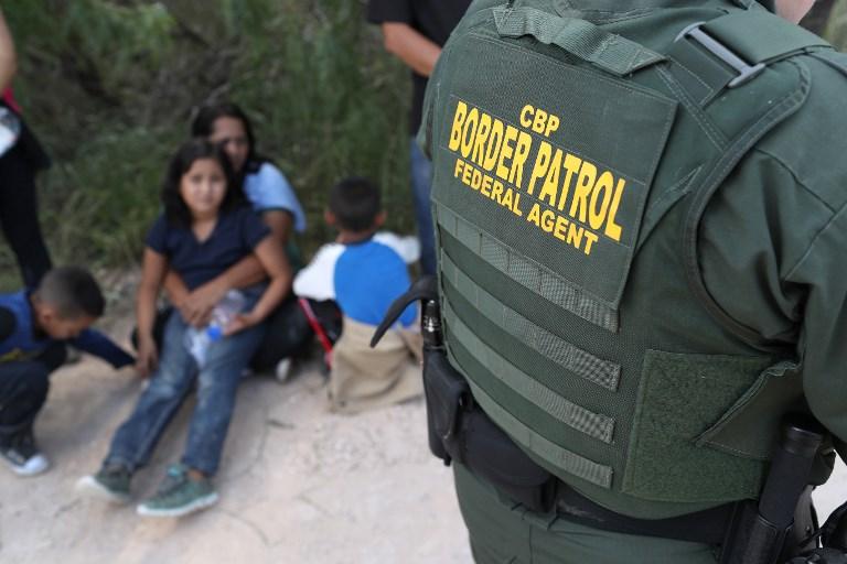 Obitelj ulovljena na američkoj granici, trenutak prije razdvajanja.