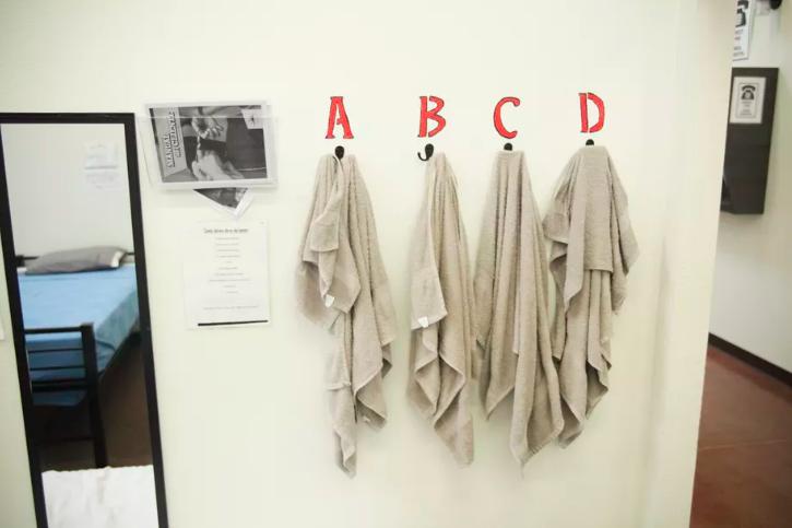 Djeca u centrima dijele kupaone, a sanitarni uvjetni nisu bajni, ali su u skladu s propisima.