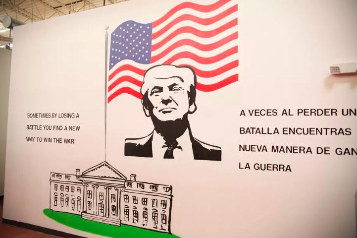 Murali na zidovima djeci objašanjavaju da trebaju tiho pričati, da ne dijele svoju hranu s drugima te da moraju pitati smiju li ustati od stola.